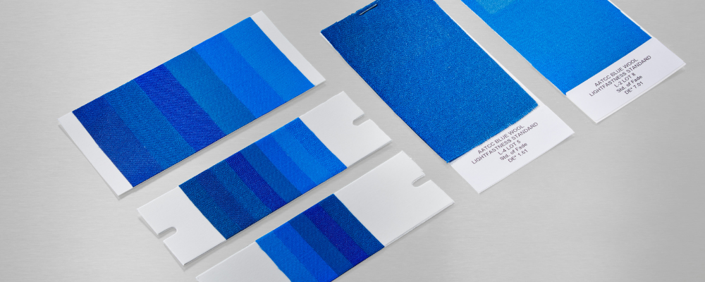 Blue Wools for light fastness testing with samples laid out differently